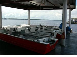 Flutuante de apoio no Encontro das Águas e Botes de sondagens (Max, 2007)