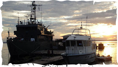 Tefé - Lancha de Sondagem AIRUWE e Navio da Esperança Oswaldo Cruz